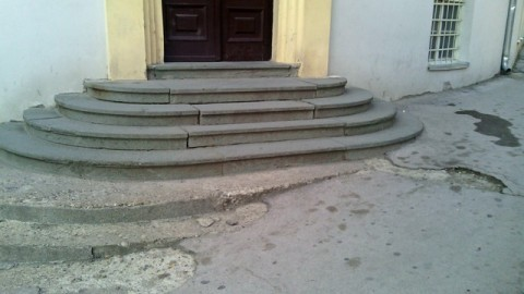 Зграда СО Алексинац неприступачна за инвалиде