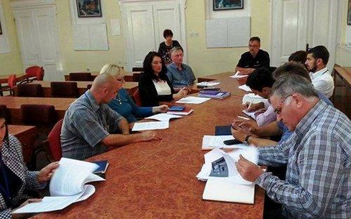Većnici stopirali odluku o kupovini poljoprivrednog zemljišta od Vojske Srbije
