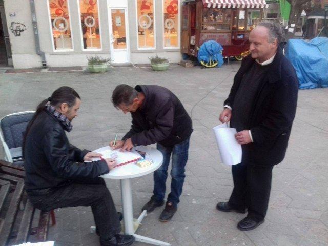 Прикупљање потписа за промену устава Србије