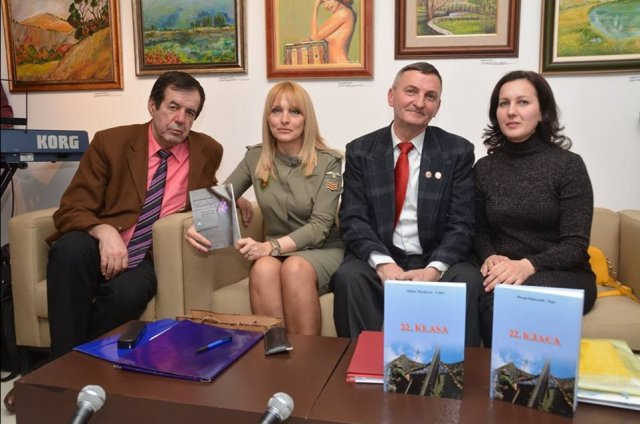 Akademik Biočanin kao recenzent knjige sa saradnicima u Aleksincu