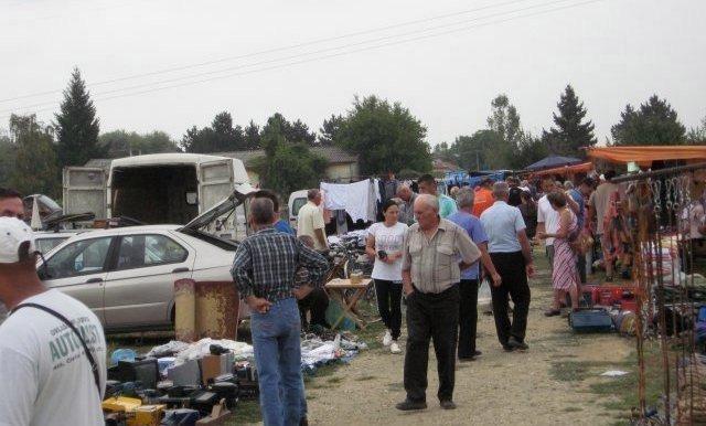 Осмог августа, на Св. Петку (Трнову), у Тешици одржан други овогодишњи вашар - панађур