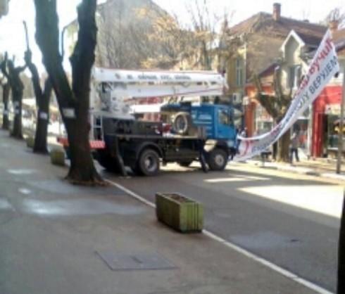 Камион и радници Комуналних услуга активни у кампањи Вучића