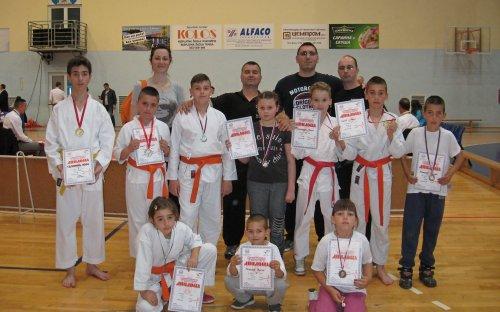 11 medalja za KK Šumatovac u Čačku