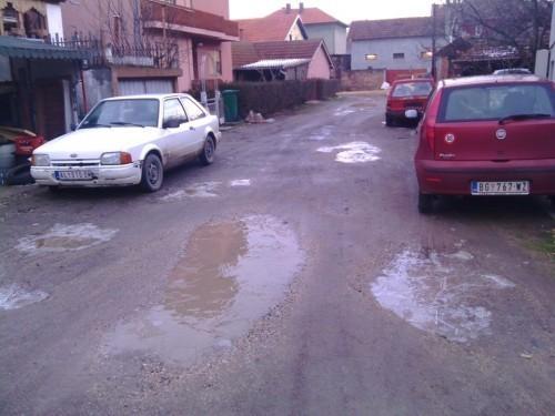 Невоље станара улица близу центра Алексинца Фото