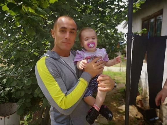 Марко Николић са малом Теодором