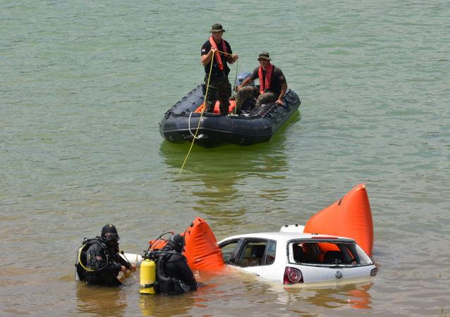 Показна вежба спасилачких тимова на Бованском језеру