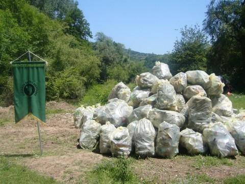 Волонтери чистили на 51 локацији