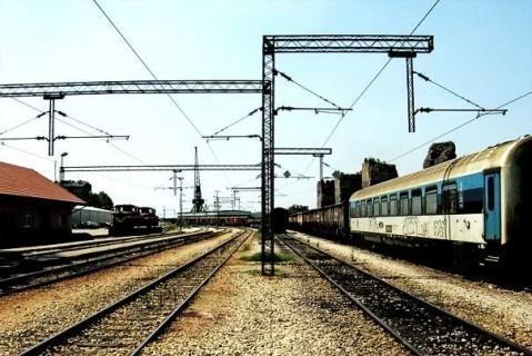 Мештани Грејача у акцији сређивања чекаонице на железничкој станици